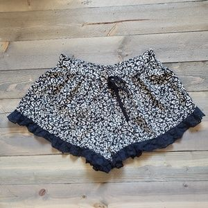 BAND OF GYPSIES Ruffle Shorts